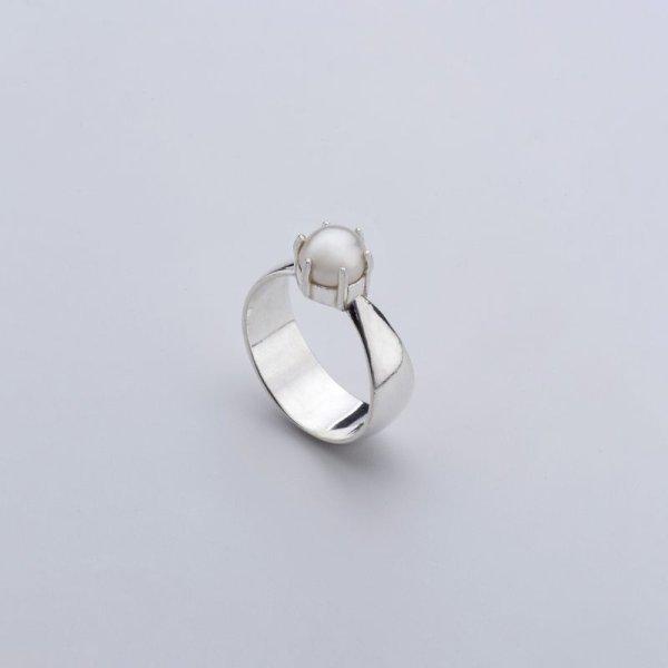 画像1: 【Born from Rock】Fortune Pearl Ring/淡水パール x シルバー925 リング (1)