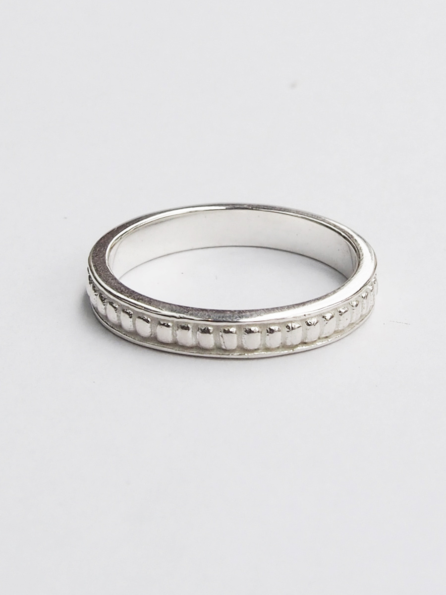画像1: ★60%OFF★【Erika Pena】 Gitana Thin Stack Pebble Ring / ペブルリング[Silver / 6、7、8号] (1)