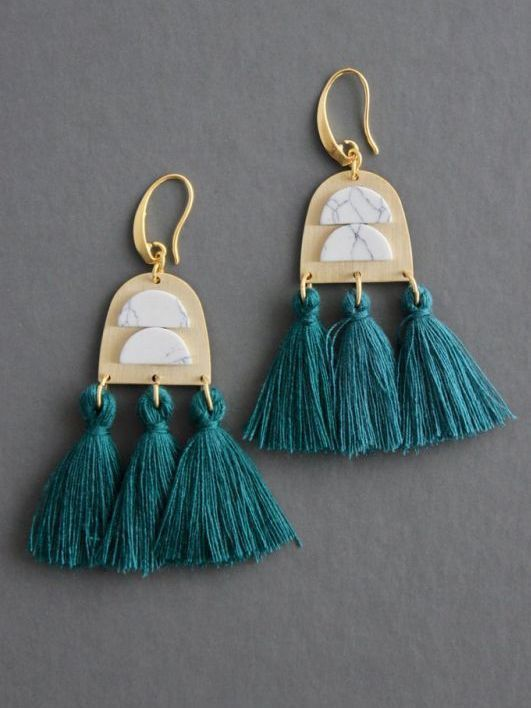 画像1: 【DAVID AUBREY】HOWLITE + TASSEL  EARRING [Green x Gold] (1)