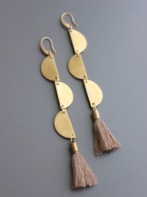 画像1: 【DAVID AUBREY】TASSEL + BRASS EARRING [Taupe/Gold] (1)