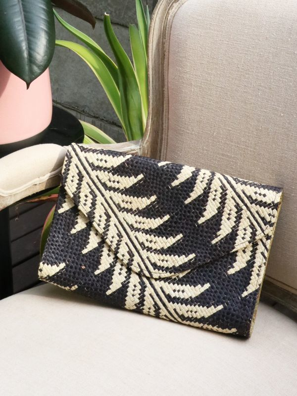 画像1: ★50%OFF★【Banago】Envelope Clutch / クラッチバッグ [Black × White Leaf] (1)